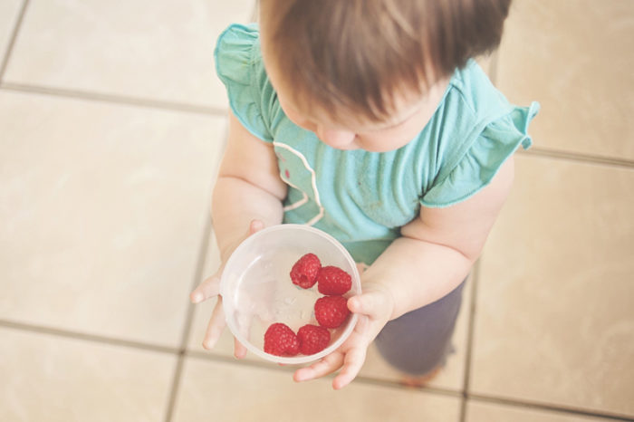 When to begin weaning you baby on to solid foods