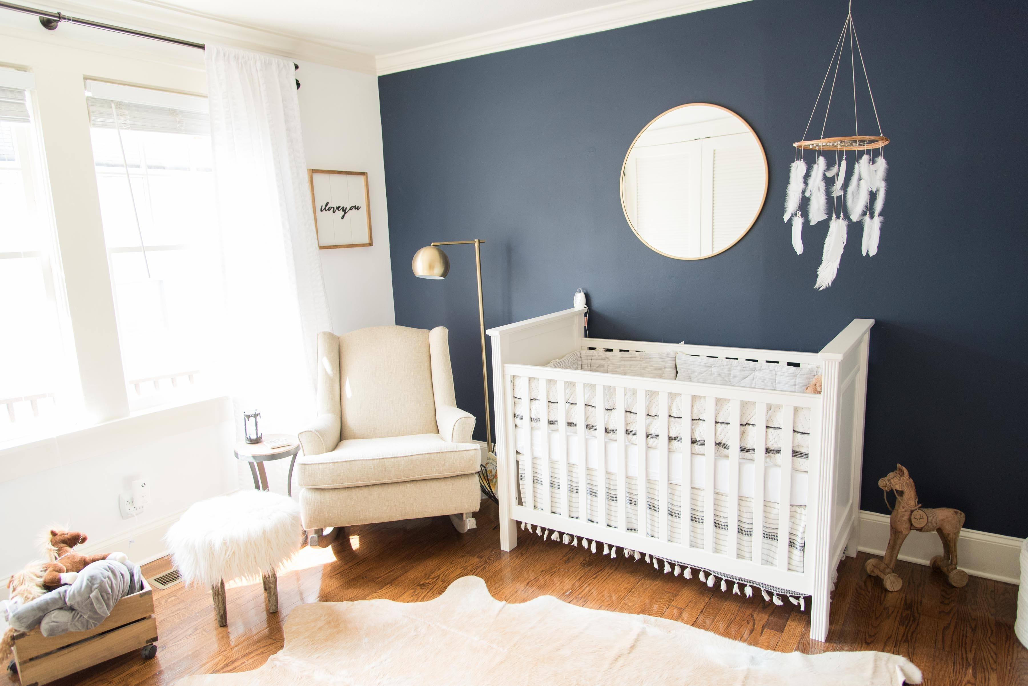 Dark wall colour trend in baby rooms